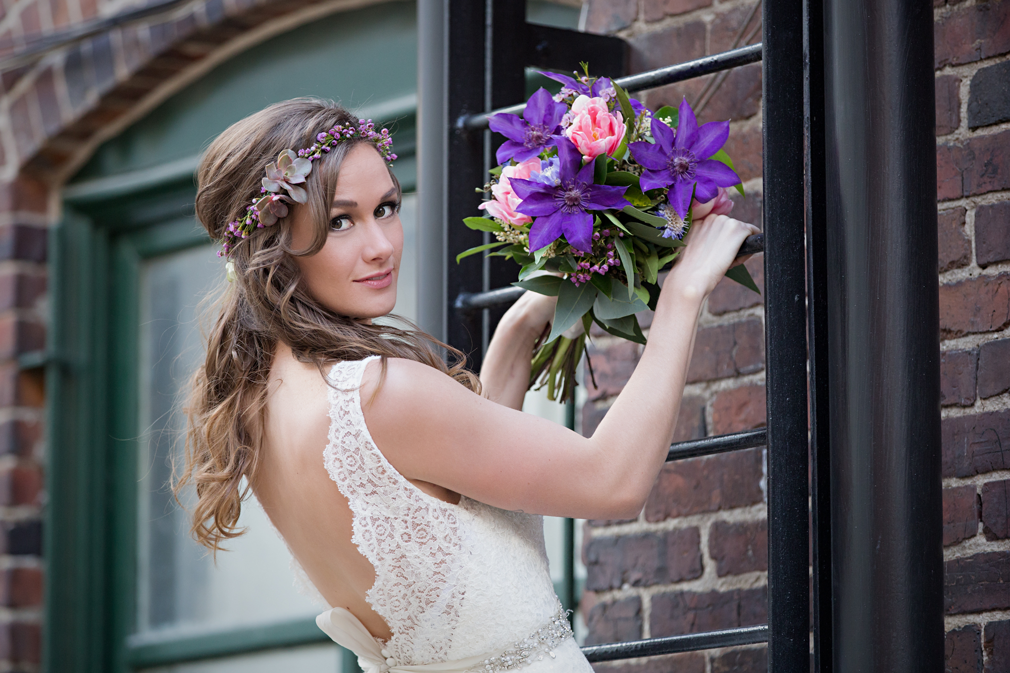 Read more about the article The Loft on Front Bridal Session | Kristen